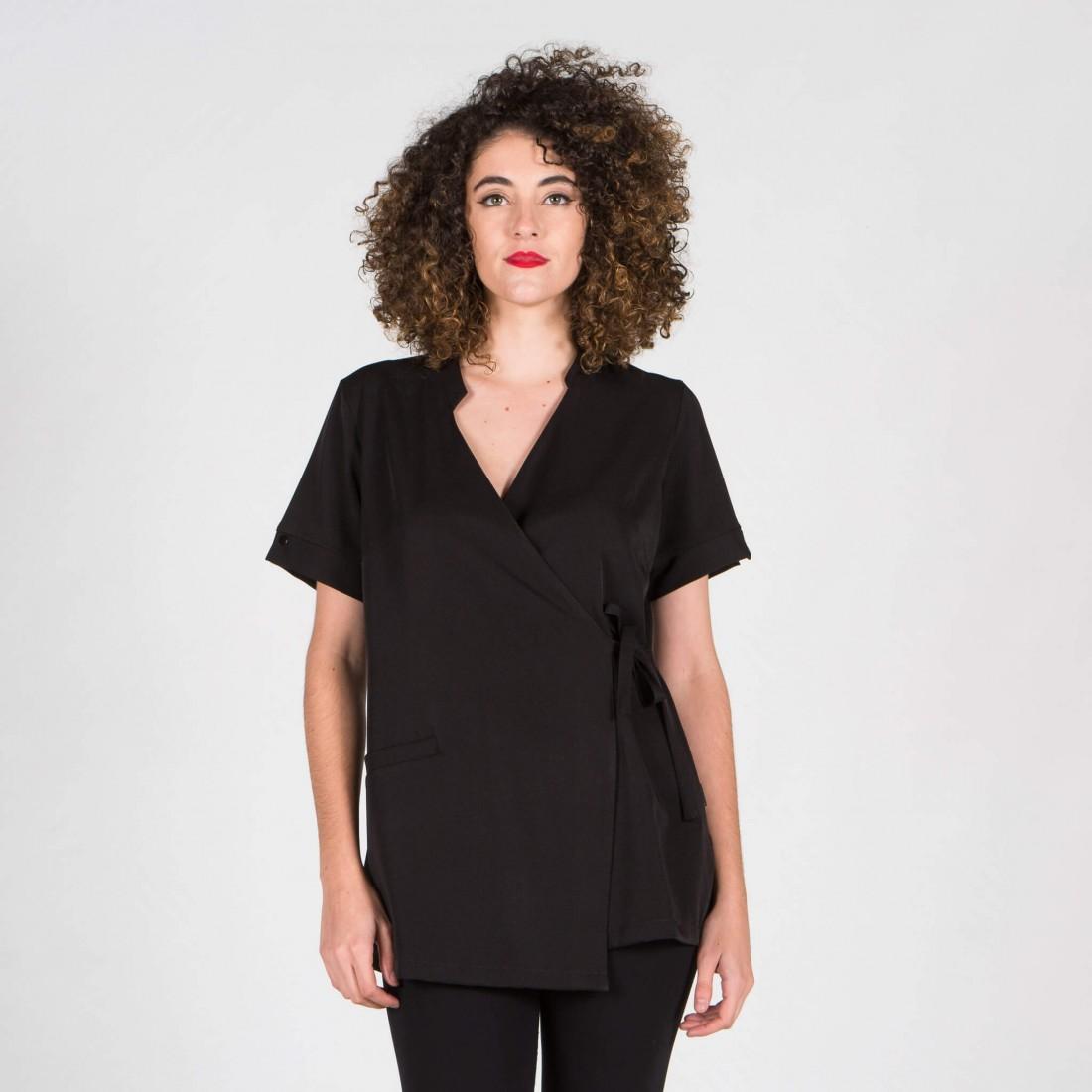 chaqueta de microfibra de color negro